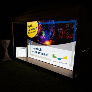 Eine Luminatore Pressewand auf dem Event Parkfunkeln in Norderstedt